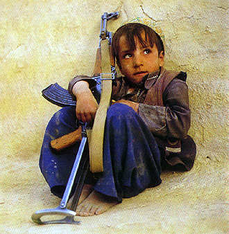 afghan-child-with-ak47