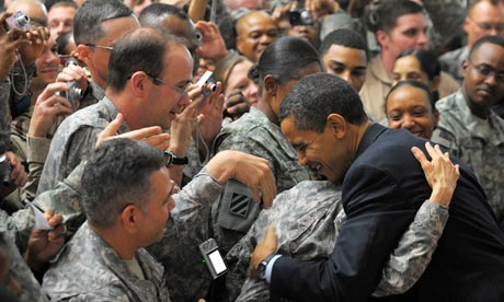 barack-obama-greets-troop-001